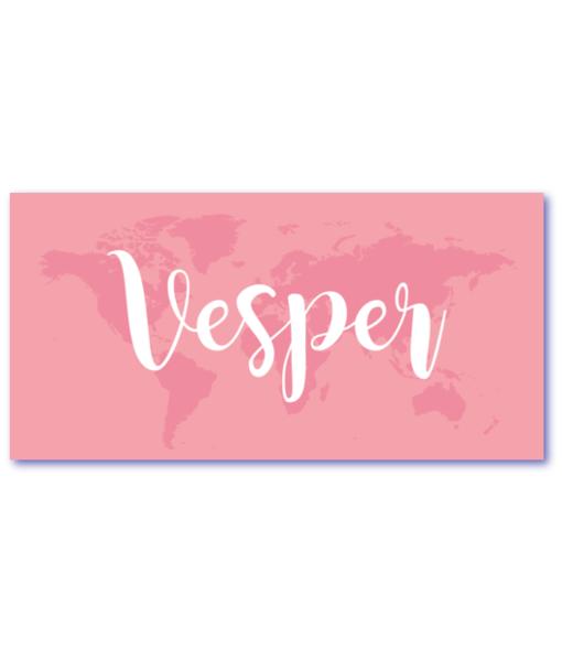 geboortekaartje ticket met een wereldkaart in watermerk. De naam rosalie is groot op de voorzijde zichtbaar