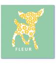 hippe geboortekaartjes met een silhouet van een hertje. De achtergrondkleur is mintgroen en het hertje is opgevuld met een patroon van zachtgele bloemetjes